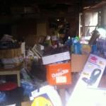 Une maison à Paris remplie d'ordures et encombrants