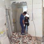 Mesurer le mur de parpaing avant la démolition