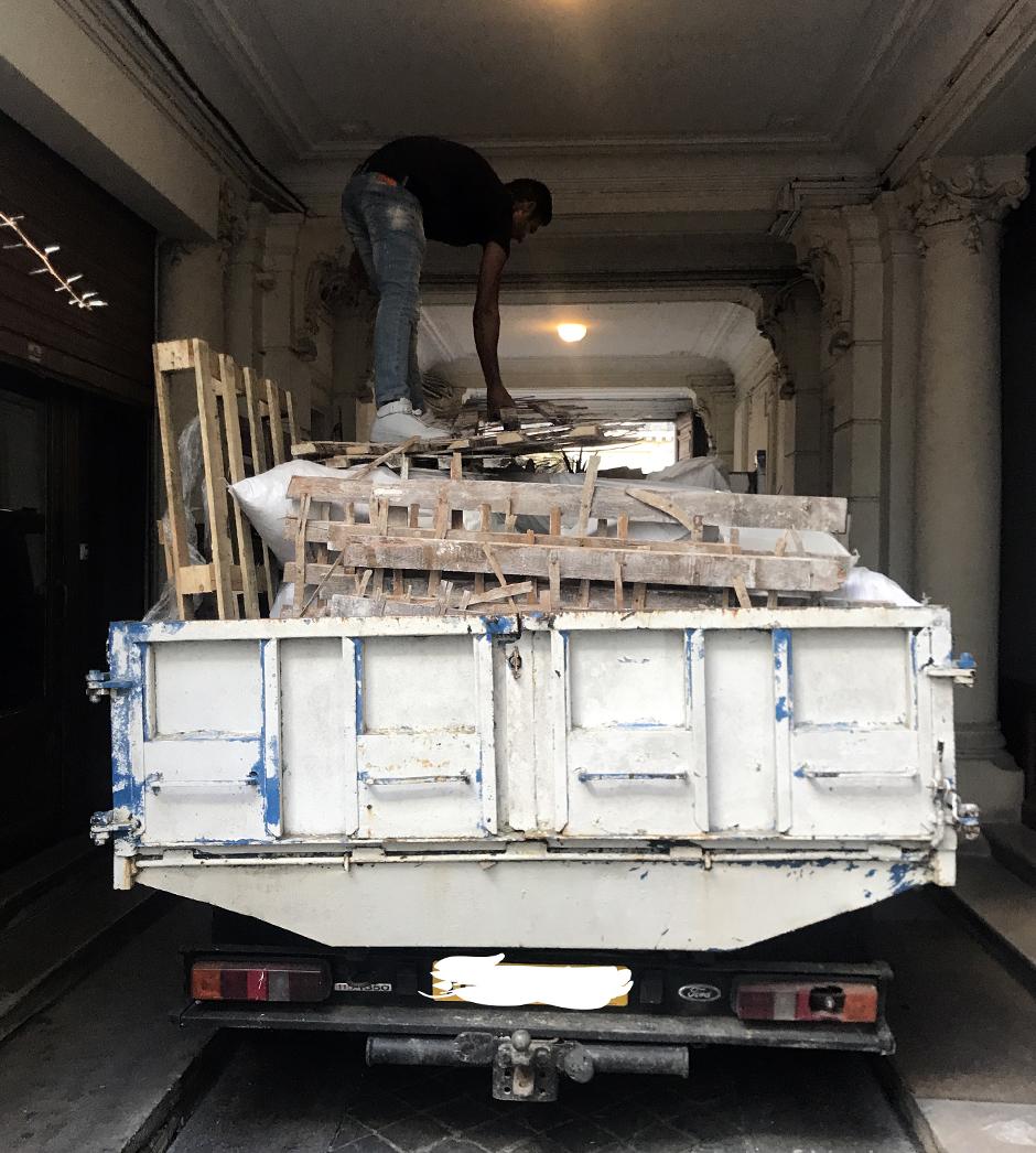 Enlèvement d'encombrants avec camion-benne à Paris