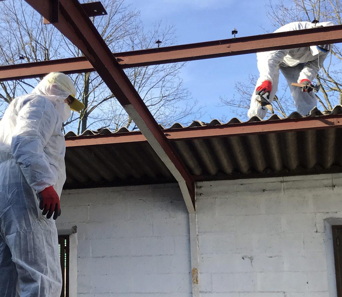 Démantelement toit en plaques ondulées d'amiante d'un garage à Paris