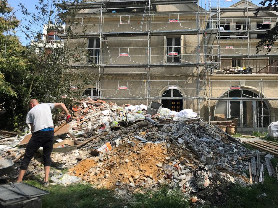 Débris de construction, terre et gravats à faire évacuer - chantier Versailles