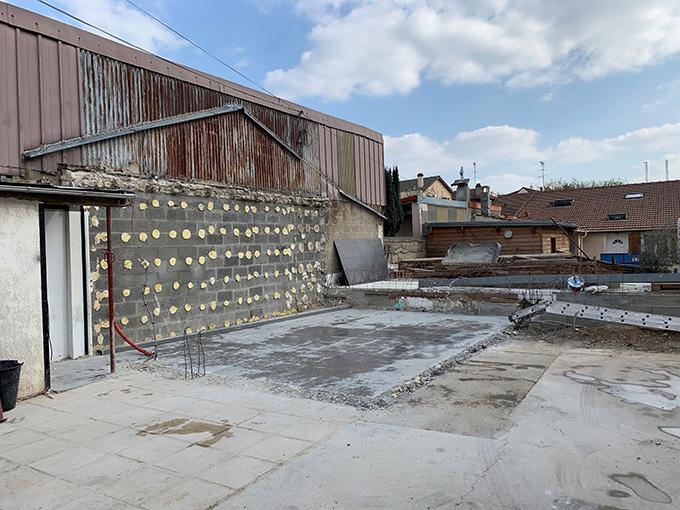Débarras des déchets après la démolition du garage