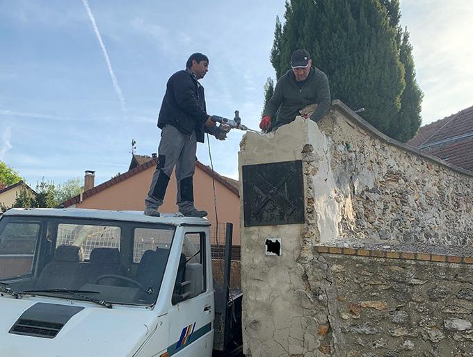 Demolition de mur en pierre par le haut