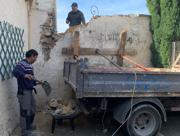 Renforts lors de la démolition d'un mur en pierres