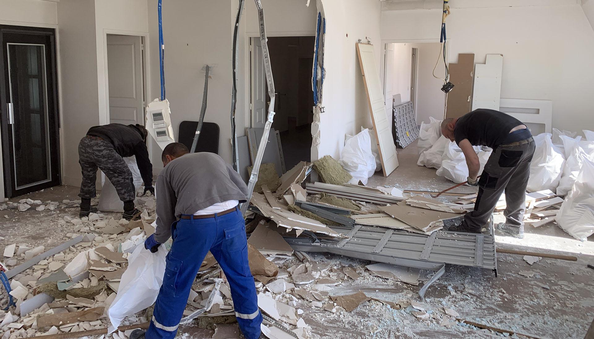 Demolition dans un appart de luxe au dernier étage