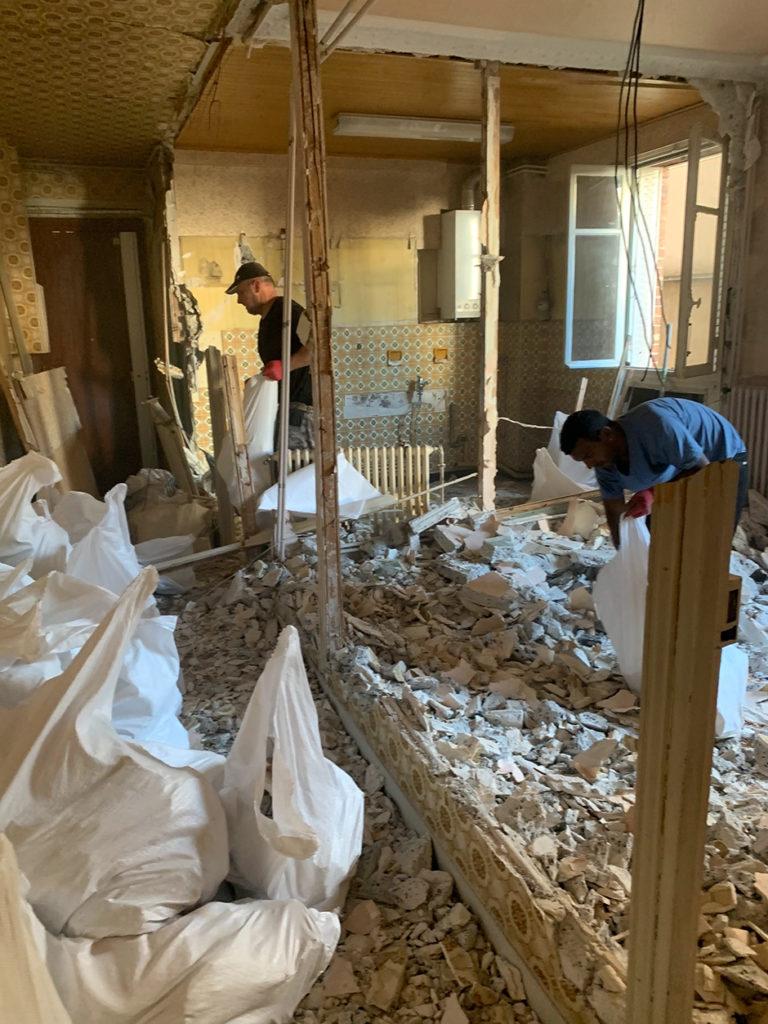 Ramassage des gravats du chantier